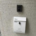 TVモニター付インターホンと郵便受け(玄関)
